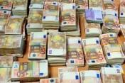 Pomocy pośredników finansowych mniej, aby uzyskać gotowy