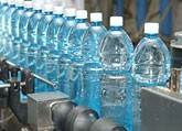 Ukraina. Naturalna woda mineralna gazowana. Cena 0,5 zl/2L PET. Puszki